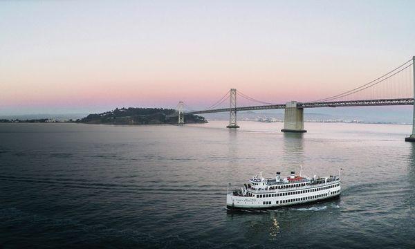 San Francisco Dinner Cruise Dinner On The Sf Bay Hornblower